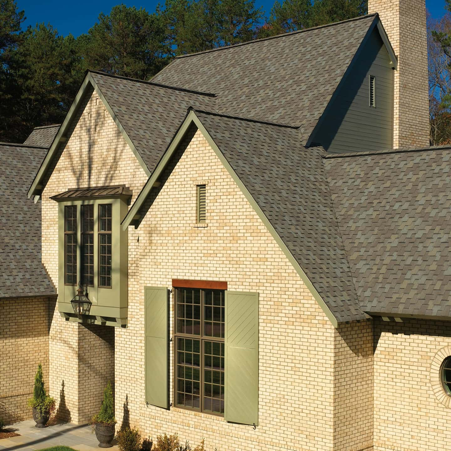 GAF Grand Sequoia Weathered Timber House