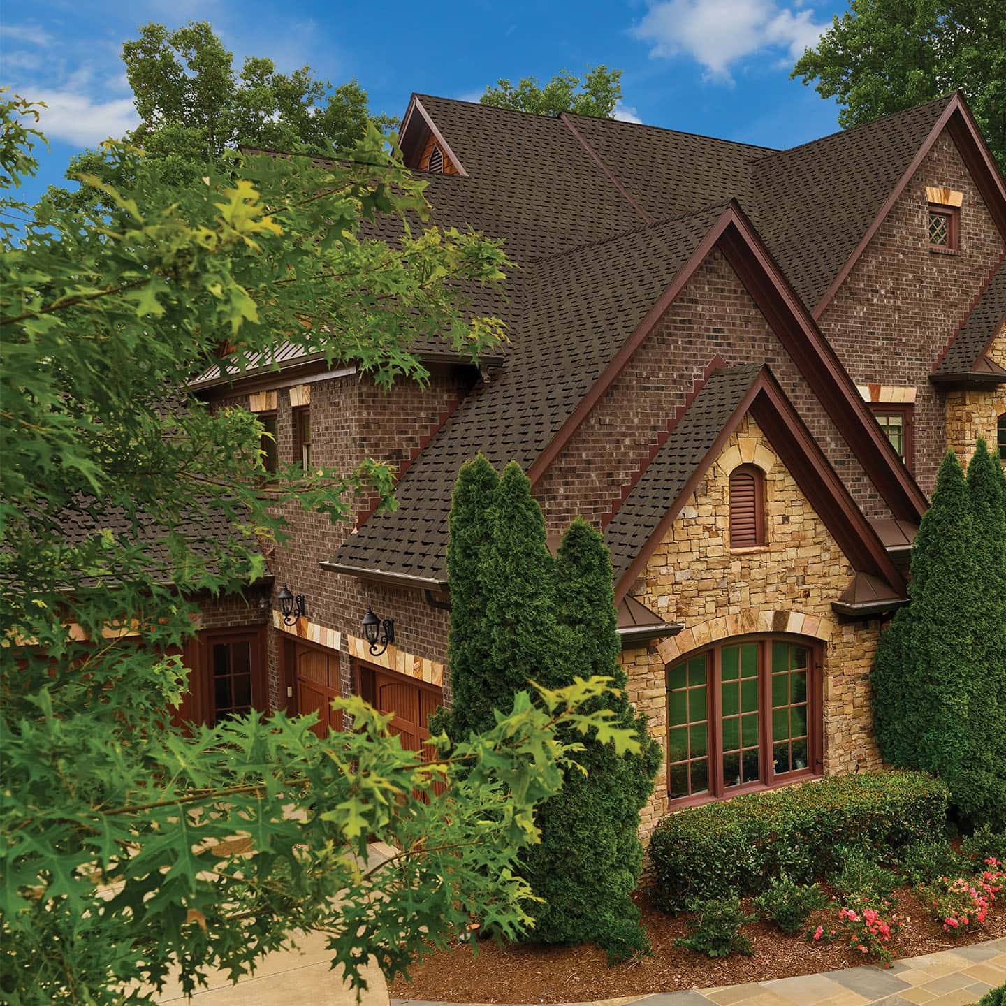 GAF Grand Sequoia Reflector Plus Forest Brown Plus House